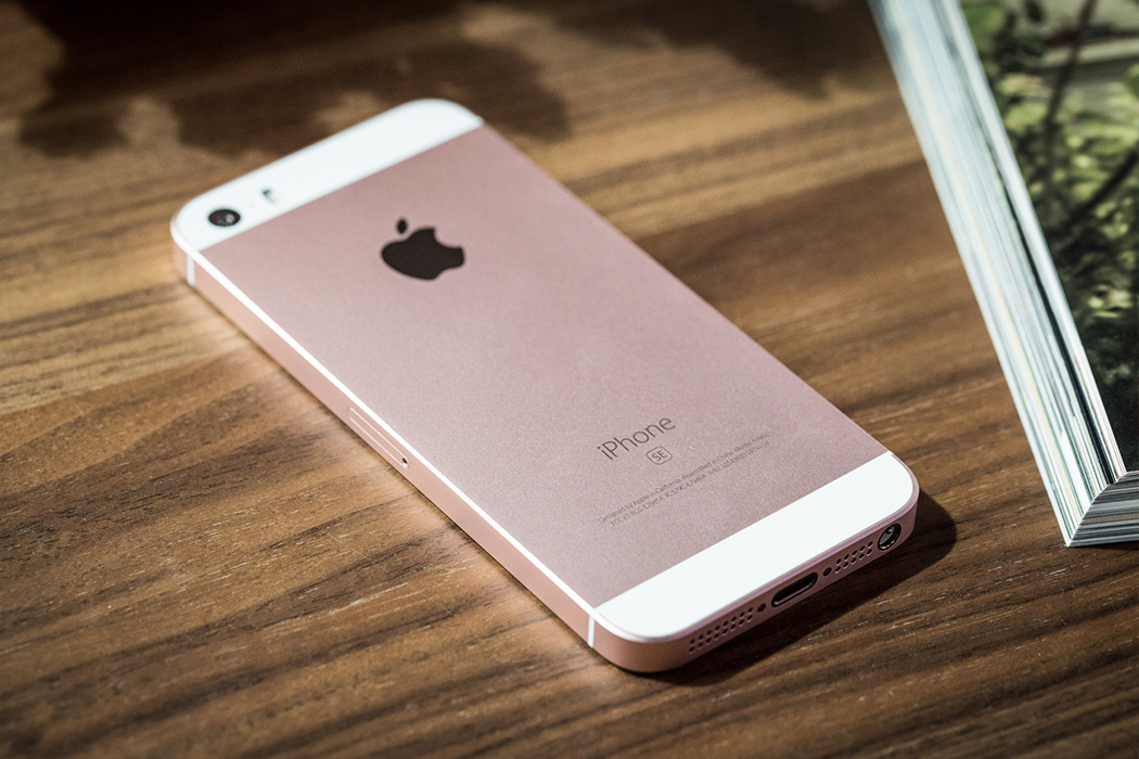 Смартфон Apple iPhone SE 32Gb Gold  фото